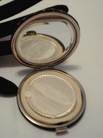 Petit Point Powder Compact Vintage 1940 Austrian Compacts
