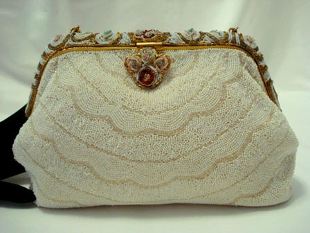 http://www.antiquepeek.com/images/Purses/Evening%20Handbags/French_fancy_evening_purse_beaded_frame17.JPG