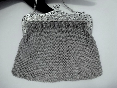 Antique Art Nouveau 1900 sterling silver mesh purse